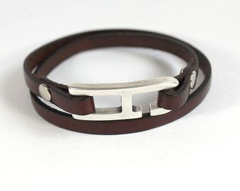 Brown man with a H hook clasp leather bracelet