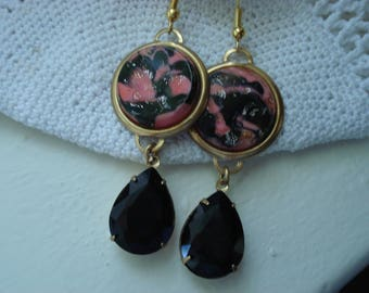 Vintage Art Deco Salmon and Black Faceted Glass Teardrops Gold Earrings