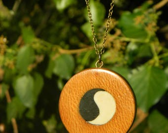 """Round wooden necklace and pebble """"Qi"""""""