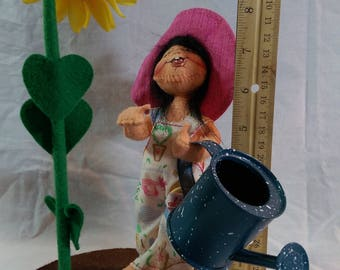 """7"""" Annalee Sunflower girl with watering can"""