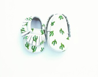 cactus painted Baby Moccasins, cactus print leather moccasins, cactus baby moccasins, cacti moccs, painted baby shoes, cactus baby shoes