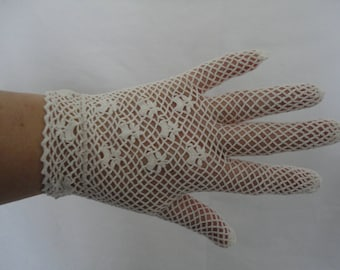 Vintage Ivory Cotton Crochet Lace Wrist Gloves with Flower Detail to Backs - Size UK 7 to 7.5 - Ideal Bridal/Wedding/Prom - 1950's