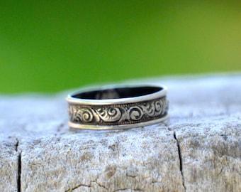 Vintage. Antique. Sterling Ring . Swirls Design. Signed