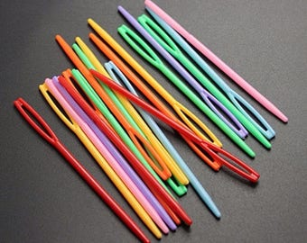 10 plastic needles for sewing and crochet