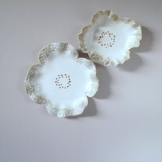 FRILLY wall art, soft white