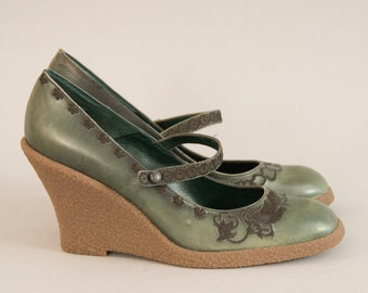 Forest Green Mary Janes - Vintage 90s NOS Deadstock Shoes Embroidered Green Leather Mary Jane Wedge Heel Pumps Wedges High Heel Size 8 1/2