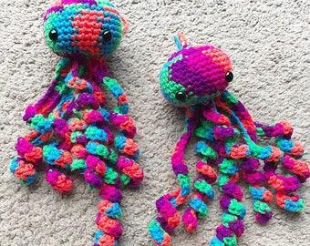 Amigurumi Jellyfish : Little crochet amigurumi jellyfish keychain by bubblesandbubblegum