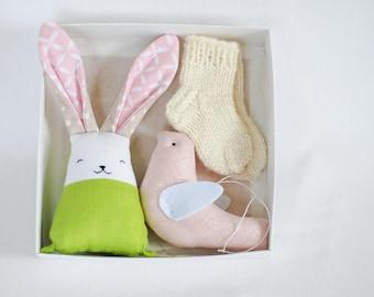 Pregnancy Gift Set, New Mum Gift Box, newborn socks, baby wool socks, bunny rabbit toy, Baby shower Gift, baby girl gift set