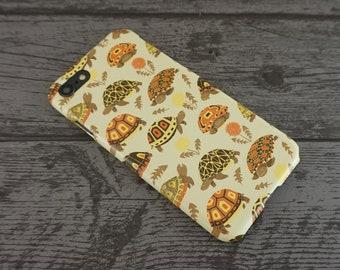 Tubby Tortoises Cute Grumpy Tortoise Animal Patterned iPhone 6 / 6S / 7 / 8 / X Case