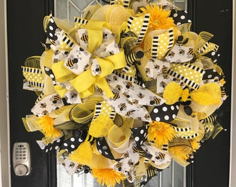Summer Wreath, Bumble Bee Wreath, Door Hanger, Wreath for door, Large Wreath, Whimsical