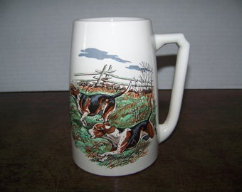 Vntg pottery mug from Hyalyn #641 USA, HUNTING DOGS, beautiful, great graphics Beagles, Hounds, Pottery Cup Stein Tankard