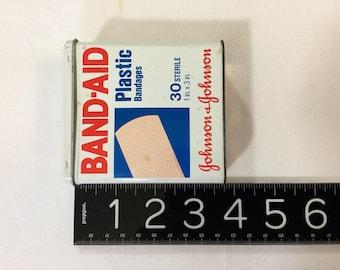 Vintage Metal Tin Band Aid Johnson and Johnson 1983