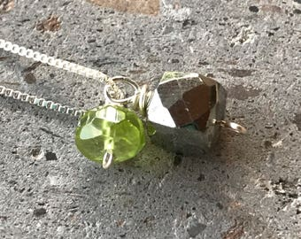 Pyrite Cube Necklace, Peridot Minimalist Necklace, Gemstone Drop Necklace, Sterling Silver Box Chain, Peridot Necklace, Gemstone Necklace