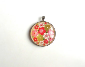 Round pendant with pink, white and gold, Japanese inspired floral pattern (washi paper + glass cabochon).