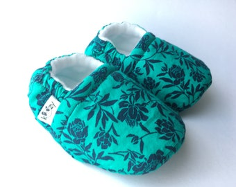 Green & Blue Flower Baby Booties, Baby Shoes, Baby Slippers, Baby Booties, Baby Moccs, Soft Sole, Baby Gift, Baby Booty