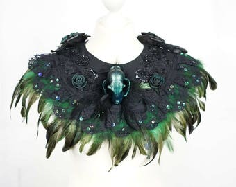 Cat skull collar with feather in green black, cat skull in resin collar with feathers