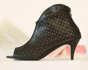 Black sandals // Leather sandals // Womens sandals // Heeled sandals // Peep toes // Designer shoes // Cut outs // Black sandal boots