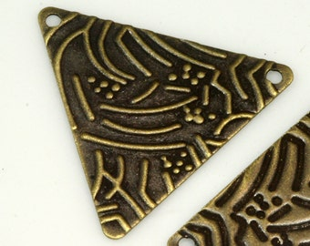 100 pcs 22x25 mm antique yellow brass textured equilateral triangle tag 2 hole connector charms ,findings 926ABTd