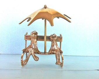Brass Frog Couple Sitting on a Bench/Vintage Brass Frogs/Brass Frogs on a Bench/Brass Frog Figurine/Frog Decor/Frog Lovers Gift/Brass Frogs