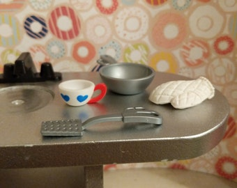 Kitchen accessories (table not included)
