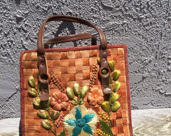 The Vintage 70s Summer Wicker Straw Bag with Flowers