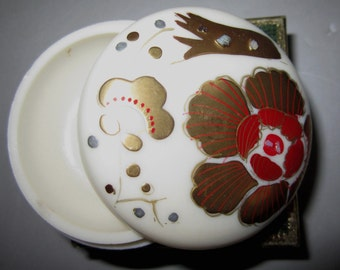 Vintage Pill Box in Cream with Flowers with Plane by Sarsaparilla ~ Style # 4 Cream