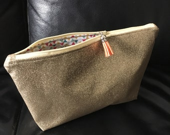 Gusseted pouch/clutch