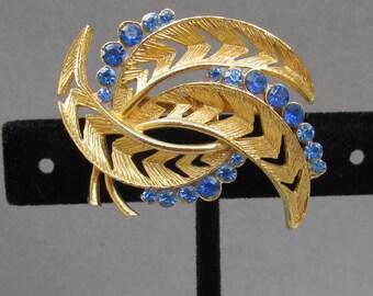 Pretty Modernist Vintage Blue Rhinestone Gold Tone LEAF Pin