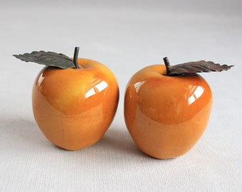 2 Metal Apples Fruits,Golden Apples, Hollow Metal Apples, Rustic Kitchen Decor, Metal Fruit with Leaf, Paperweight,Office Decor, Shelf Decor