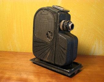 Vintage 1936 Univex Model A-8 8mm Pocket Movie Camera