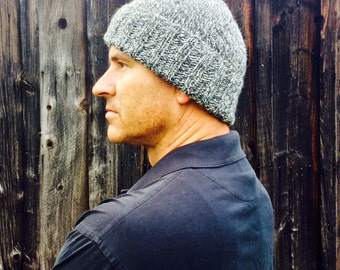 Mens knitted stocking cap - gray