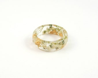 Nature ring, Real Flower resin ring,  Pressed flower jewelry, Botanical ring, stacking ring, bridesmaid jewellery, Gold flakes white flowers