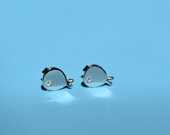 fish stud earrings,sterling silver fish stud earrings, tiny fish earrings, simple fish earrings,animal earrings,animal stud earrings
