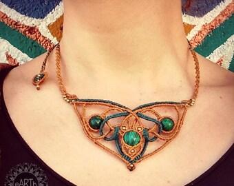 Macramé necklace with malachite-macramé necklace with malachite