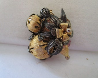 Gold tone Pin of Flower Buds