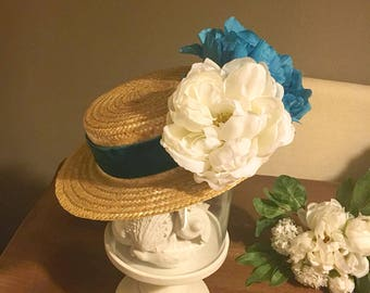 Canotier with blue and white flowers