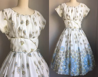 Vintage 1950s Daisy Daisies Novelty Border Print Full Skirt Dress Size Small