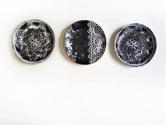 Wandteller installation kunst keramik 3 keramik teller wand - Wandteller modern ...