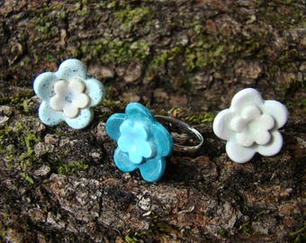 Handmade original Flower-shaped ceramic rings in Spain, crafted in blue and white shades