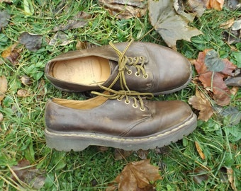 Vintage Doc Martens, Doc Marten Shoes, Chunky Shoes, 90s Grunge, Vintage Docs, Doc Martins, Dr. Martens, 90s Shoes, Size 9 Mens, 10 Womens