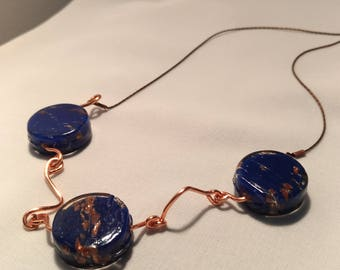 Blue and bronze pearls necklace