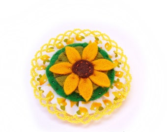 Felted Brooch white, yellow and brown tones: The Sunflower