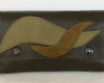 Grained calfskin wallet green bronze