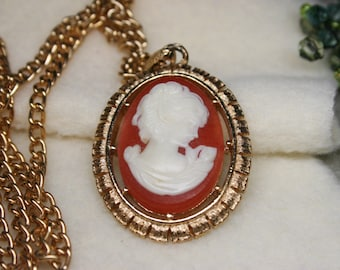 "Vintage 1974 Avon Cameo & Fleur De Lis Reversible Pendant Necklace with Gold Tone 24"" Chain"