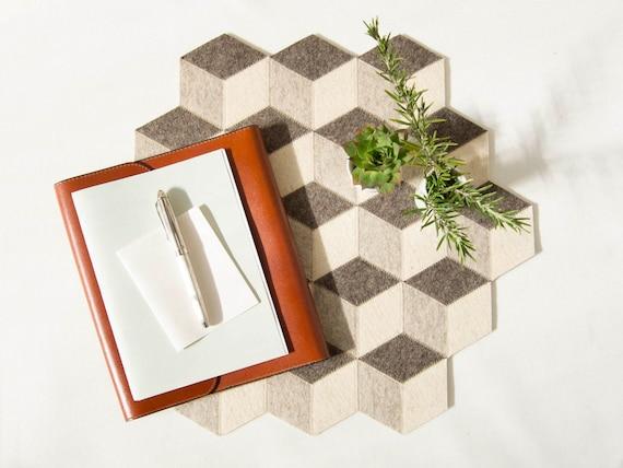 Large table mat / wool felt / light grey / geometric mat / stylish table mat / handmade / made in Italy
