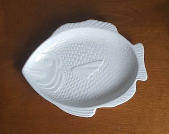 Vintage Whittier pottery white ceramic fish plate Made in USA & Fish plate | Etsy