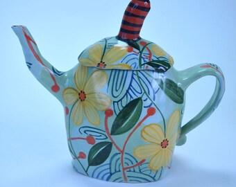 Teapot. Small. Yellow Flower.