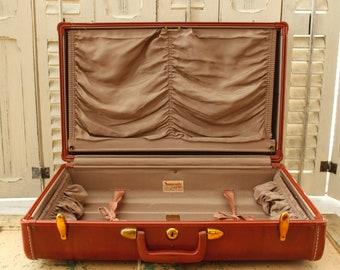 Like New Samsonite Hard-side Suitcase, Super Clean Home Decor, Luggage Storage, Antique Suitcase, Streamline, Man-Tailored, Shwayder Bros