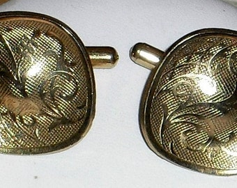 Vintage Square with Rounded Corners Gold Tone Cuff Links with Vine and Trellis Design
