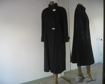 Excellent condition 80's Leslie Fay 100% wool long coat size large